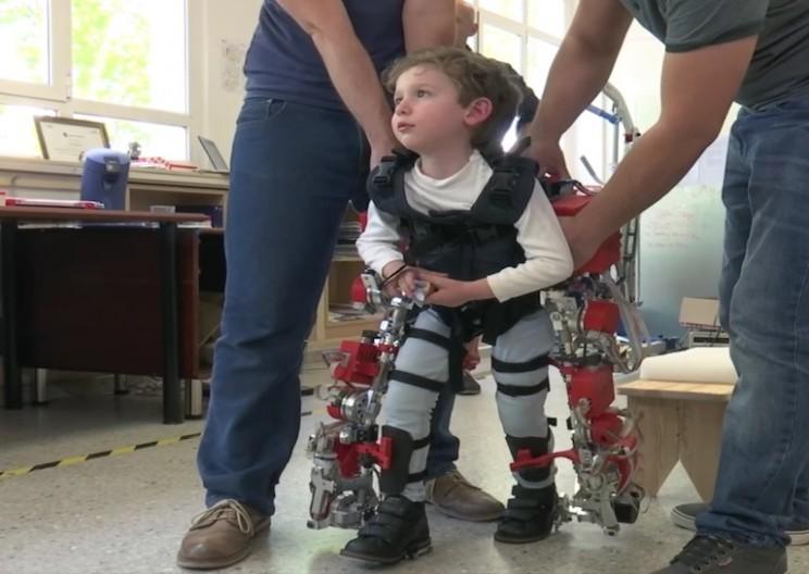 boy-exoskeleton-children_resize_md.jpg