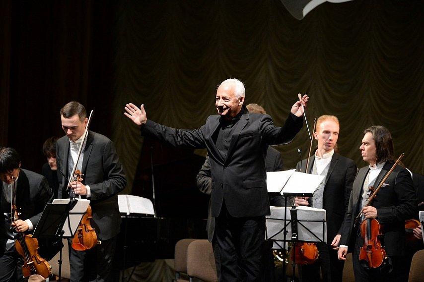 Грандиозно и виртуозно: для губкинцев сыграл оркестр под управлением маэстро Спивакова