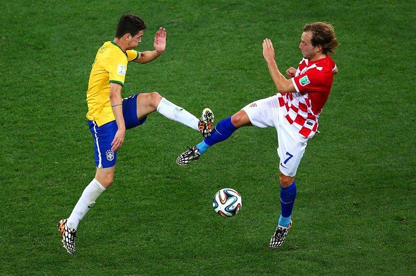 талантливые интересные картинки футбол она зачастую использует