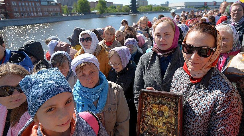 Затри дня мощам Николая Угодника поклонились 50 000 человек